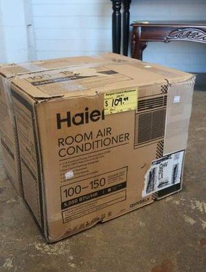 Haier 5000 BTU Window Air Conditioner / AC Unit in White for Sale in Scottsdale, AZ