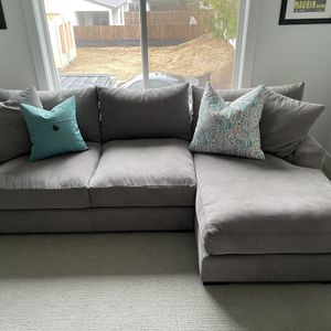 Sectional Sofa With Chaise And Four Pillows for Sale in Vancouver, WA
