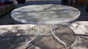 ROUND METAL TABLE for Sale in Lodi, CA
