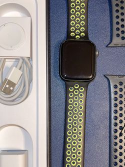Apple Watch, Nike Edition, 44mm, Series 4, Excellent for Sale in Kingsburg,  CA