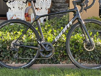 Giant TCR 2020 Road bike with Shimano 105 Groupset for Sale in Rancho Cordova,  CA
