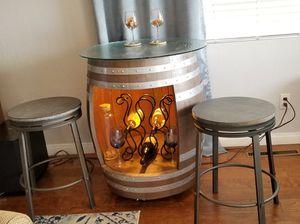 Barrel bar set w/2 stools for Sale in Chula Vista, CA