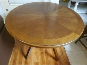 Round table with 4 chairs for Sale in Fresno, CA