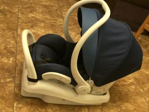 Maxicosi car seat convertible lightweight for Sale in El Paso, TX