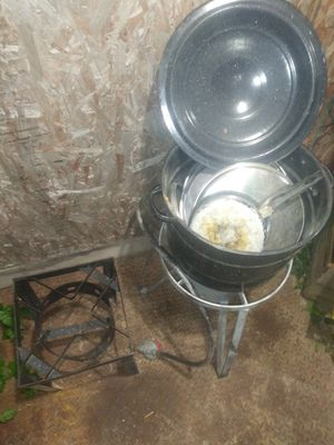 Propane cooker for Thanksgiving cook your turkey $75 or best offer for Sale in Lakeside, TX