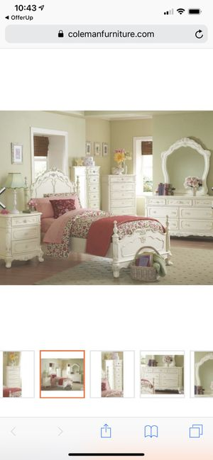 Bedroom set with mattress/box spring for Sale in Issaquah, WA