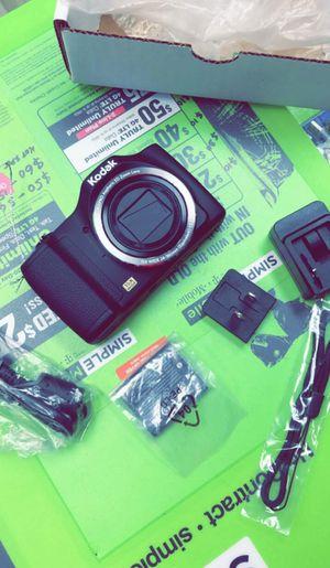KODAK PIXPRO FZ152 Compact Digital Camera - 16MP 15X Optical Zoom HD Video (Brand New in Box) for Sale in Dallas, TX