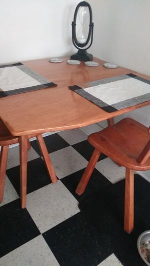 Antique 2 person table for Sale in Montclair, CA