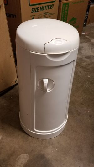 Munchkin Diaper Pail with bag refills for Sale in San Angelo, TX