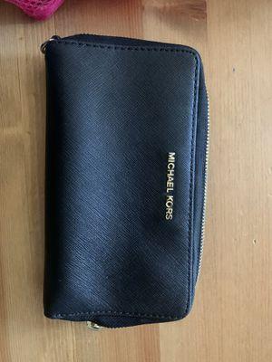 Authentic mk wallet ((zipper won't work )) for Sale in El Cajon, CA