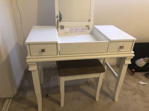 White Vanity/Desk for Sale in Santa Monica, CA