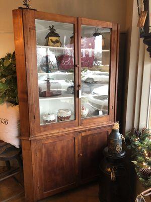 Antique corner cabinet for Sale in Landrum, SC