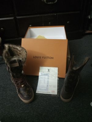 Louis Vuitton Fur Boots for Sale in Nashville, TN