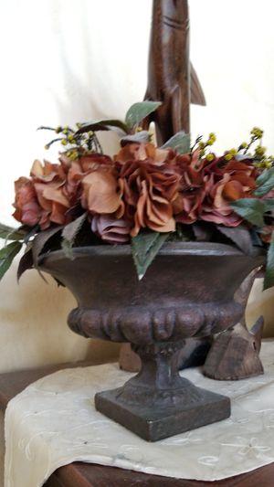 Flower arrangement in vase for Sale in Murphy, TX