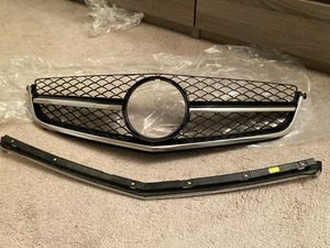 Mercedes C63 AMG 12-14 OEM FRONT GRILLE for Sale in Lockport, IL