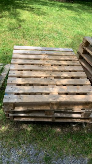 Pallets 13 of them heavy hardwood for Sale in Nolensville, TN