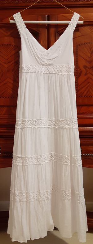 WHITE DRESS SIZE 4 for Sale in Hoffman Estates, IL