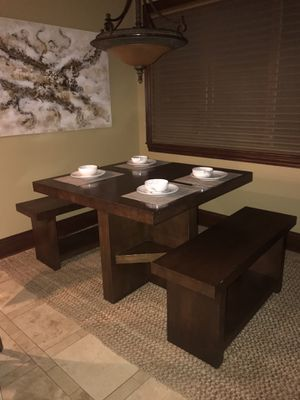 Beautiful kitchen table with 2 benches. for Sale in Hinckley, OH
