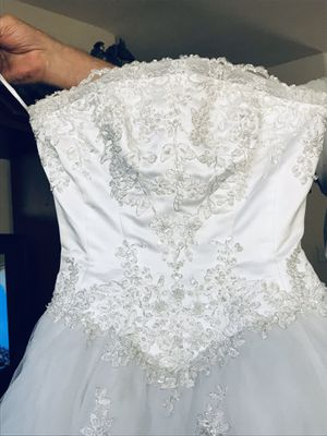 David Bridal size 4 white wedding dress for Sale in Perris, CA