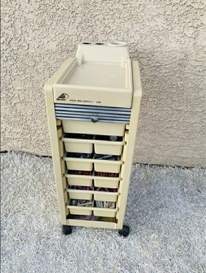 Platic Portable/Rolling 6 Drawer Stylist, ' Dina Meri ' (stuff are included) for Sale in Sunrise Manor, NV