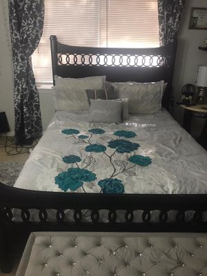 Queen bed frame for Sale in Lutz, FL