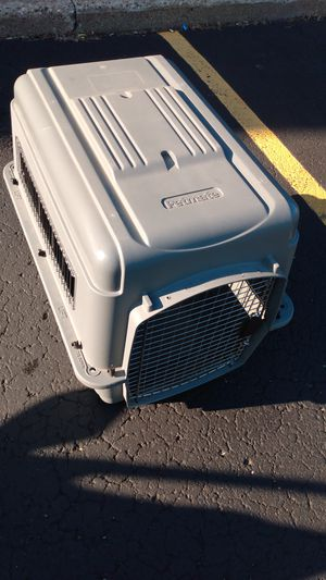 Almost new new medium size petmate dog carrier kennel for Sale in Grand Rapids, MI