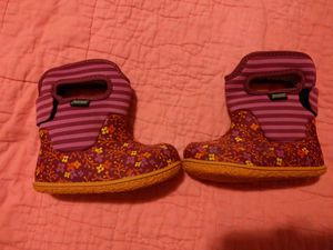 Baby girls Bogs boots, size 6T for Sale in Charlotte, NC
