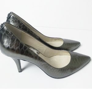Brand New Michael Kors Grey Snakeskin Heels for Sale in Lombard, IL