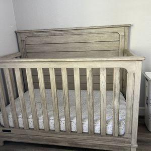 Crib: Rustic white for Sale in Turlock, CA