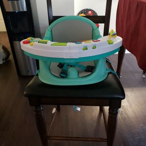 Booster Seat By Infantino for Sale in Fresno, CA