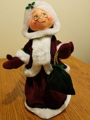 """Annalee Dolls 13"""" Mrs. Clause wearing gorgeous wine colored velvet & Bracelet bells. Brand new for Sale in Anaheim, CA"""