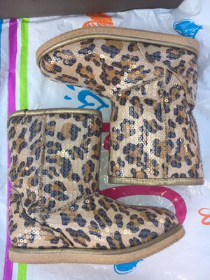 Nordstrom Rack Leopard Girl Boots Size 13 for Sale in San Bernardino, CA