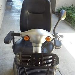 4 - WHEEL ACTIVE CARE MEDICAL SCOOTER for Sale in Sacramento,  CA