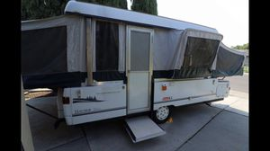 2002 Coleman Bayside Elite pop up camper trailer for Sale in Sacramento, CA