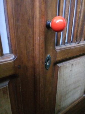 Dresser antique lock and key beautiful for Sale in Miami Beach, FL
