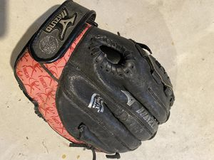Mizuno youth lefty softball glove for Sale in Pequannock Township, NJ