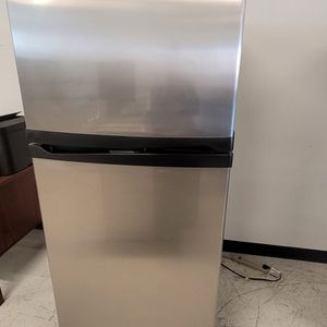 Whirlpool Stainless Steel Top Freezer Refrigerator Used Good Condition With 90day's Warranty for Sale in Washington, DC