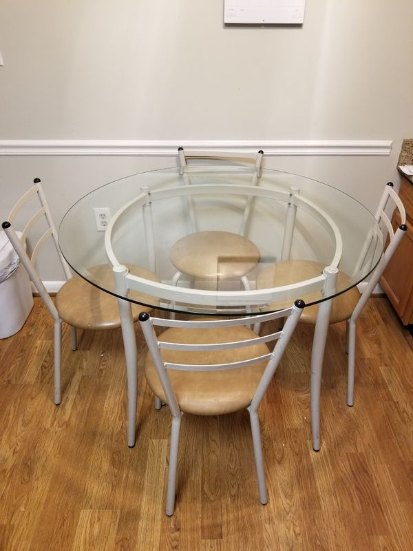 """Kitchen Table 42"""" / 4 chairs"""