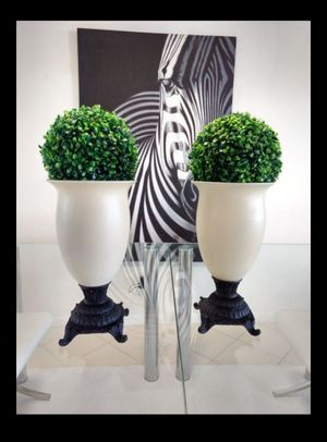 """15"""" Ivory glass Vase with topiary 21"""" tall for Sale in West Palm Beach, FL"""