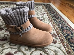 Ugg boots size 6 for Sale in Cleveland, OH