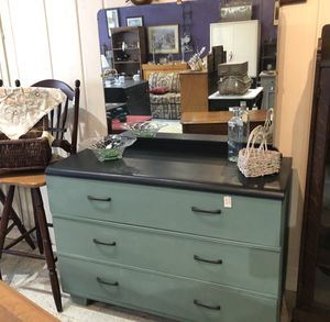 3 drawer dresser painted bliss and black for Sale in New Market, MD