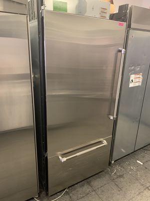 """JENN-AIR STAINLESS 36"""" BUILT IN BOTTOM FREEZER FRIDGE W/ ICE MAKER for Sale in Los Angeles, CA"""