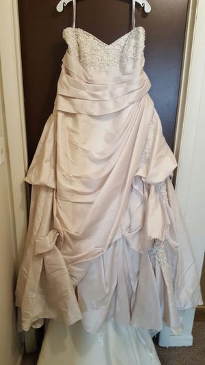 Wedding dress with veil and underskirt for Sale in Columbus, OH