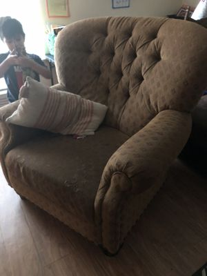 FREE oversized chair for Sale in West Covina, CA
