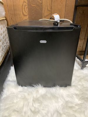 Sunbeam mini fridge for Sale in Union, NJ