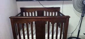 Crib / Changer combo with mattress and changing pad for Sale in Euless, TX