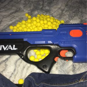 Rival Nurf Gun With 300 Darts for Sale in Fallbrook, CA