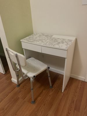 Room desk with chair for Sale in New York, NY