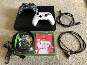 Xbox one x 1tb with white controller, 2 games, and turtle beach headset for Sale in Chuluota, FL