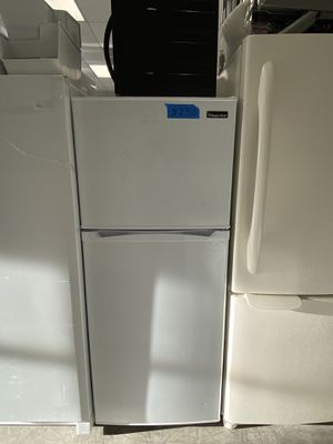 Magic chef top&bottom refrigerator for Sale in Bowie, MD